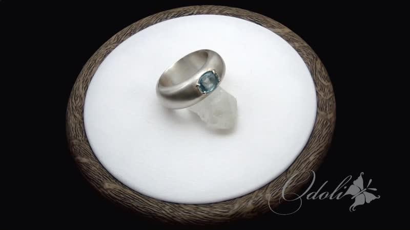 Серебряное кольцо с голубым цирконом Silken