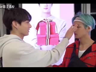 Please taehyung was talking about finding cards but jungkook was playing with taes eyesbro.mp4