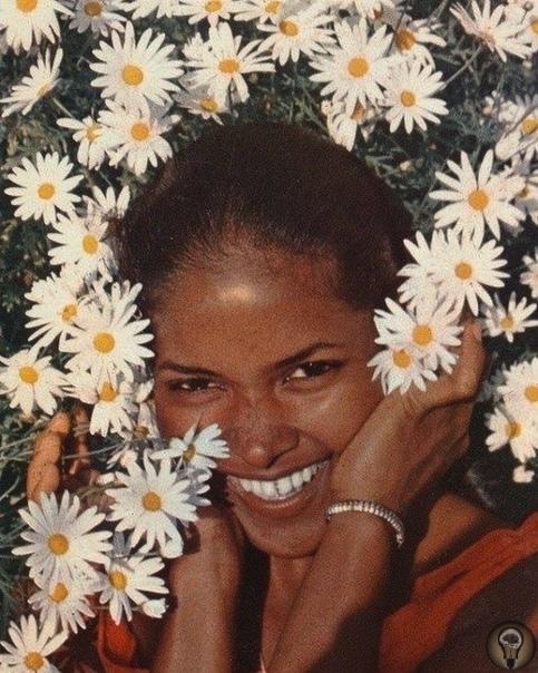 РЕТРО-ДЕВУШКИ: БЕЗ РЕТУШИ Помните те времена, когда не было фотошопа и все девушки были естественными Если нет, то вот наша подборка ярких и интересных красавиц