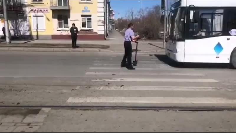 С лопатой на автобус