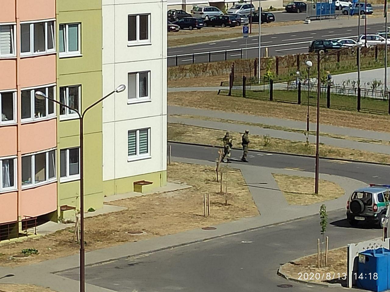 Военные и пограничники патрулируют спальные районы Бреста