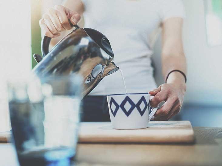 Польза горячей воды натощак: зачем и как правильно пить горячую воду