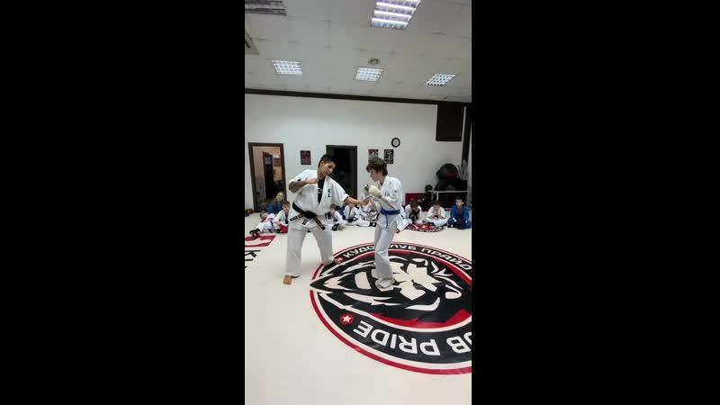 Демонстрация техники от старшего детского тренера Диляры Вахитовой