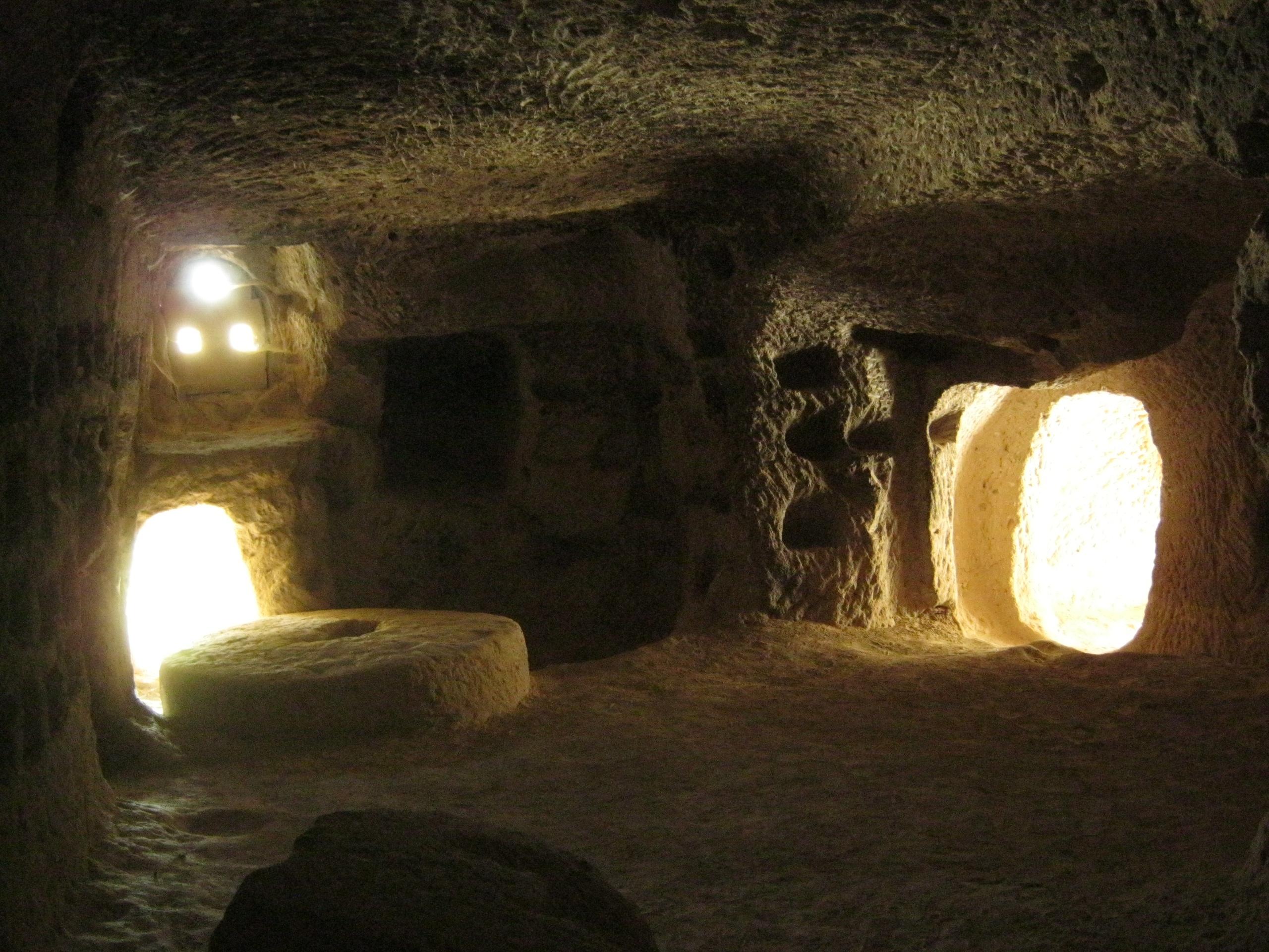 Колесо-двери в Каппадокии