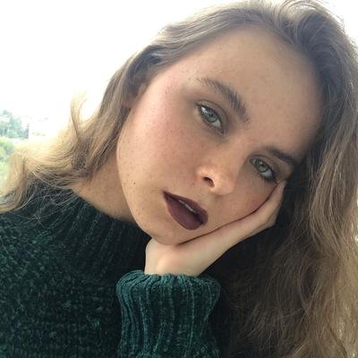 Аня Комарова