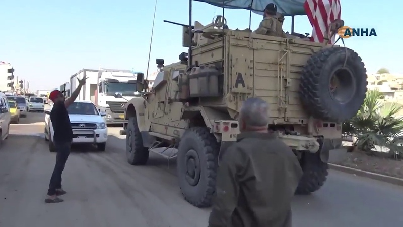 Оккупанты бегут: Курды оскорбляют спецназ США и кидаются в броневики