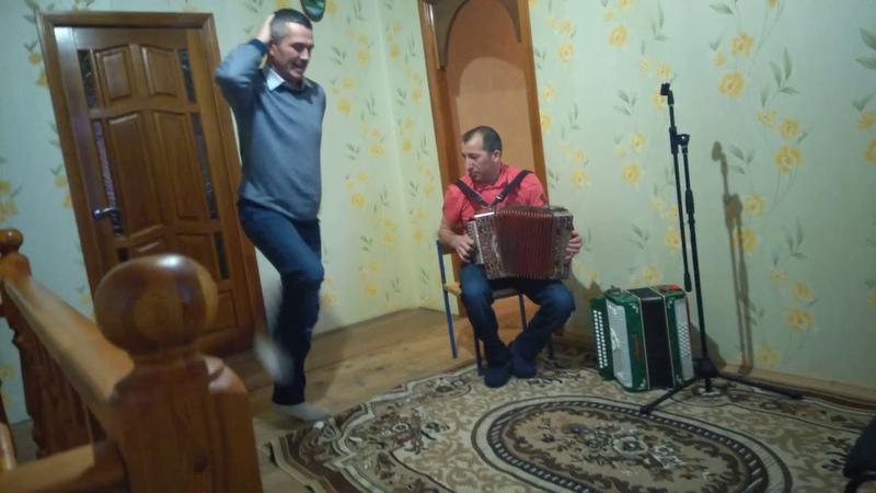 Татарская плясовая в исполнении Рафката Зиятдинова.