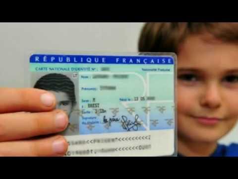 La puce cachée de la carte d'identité française