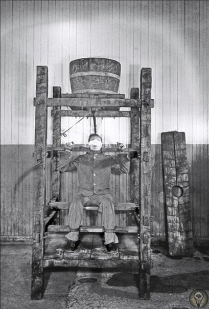 Заключённого американской тюрьмы Синг-синг подвергают китайской пытке водой, 1860 год