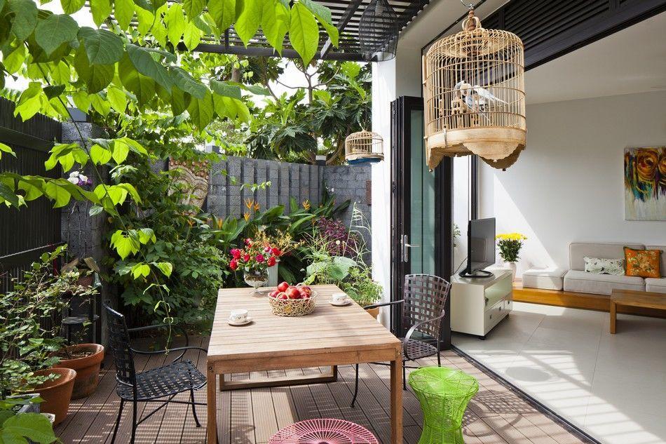 Современный семейный дом, адаптированный к тропической среде во Вьетнаме
