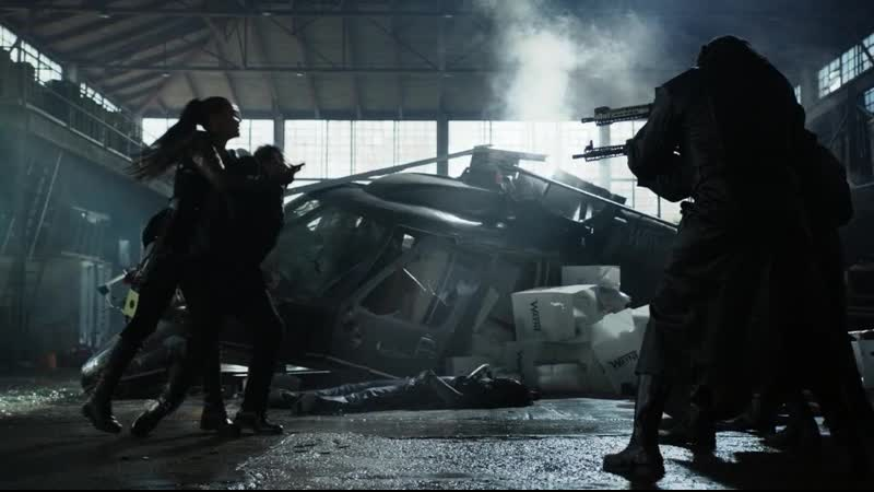 Битва между полицией Готэма Пингвином и Сиренами.