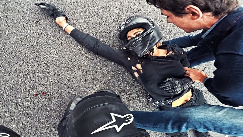 Мото девушка врезалась в отбойник на скорости 180 км в час Не зашла в поворот на спортбайке