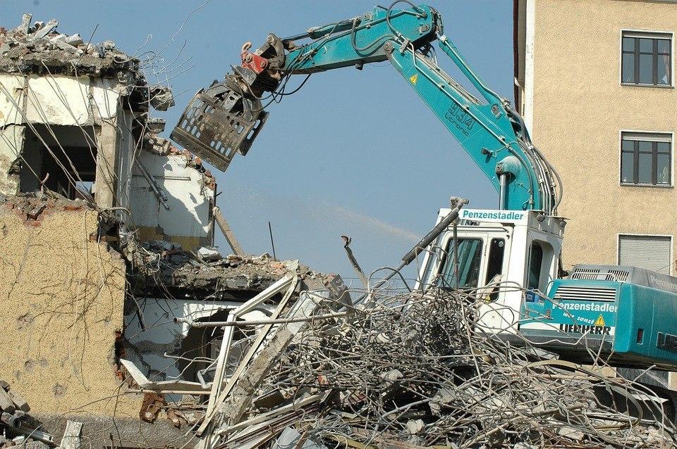 Специалисты Госинспекции по недвижимости снесли незаконные постройки на Сормовской