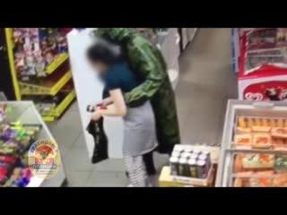 Полицейские задержали мужчину, подозреваемого в совершении разбойного нападения на магазин в Центральном районе Красноярска