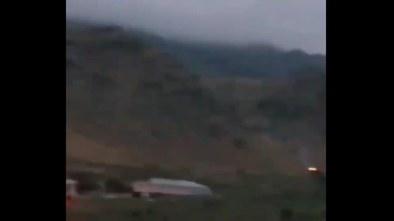 Ночной бой между армянскими и азербайджанскими военными на приграничной с Ираном территории, откуда и ведётся съёмка.