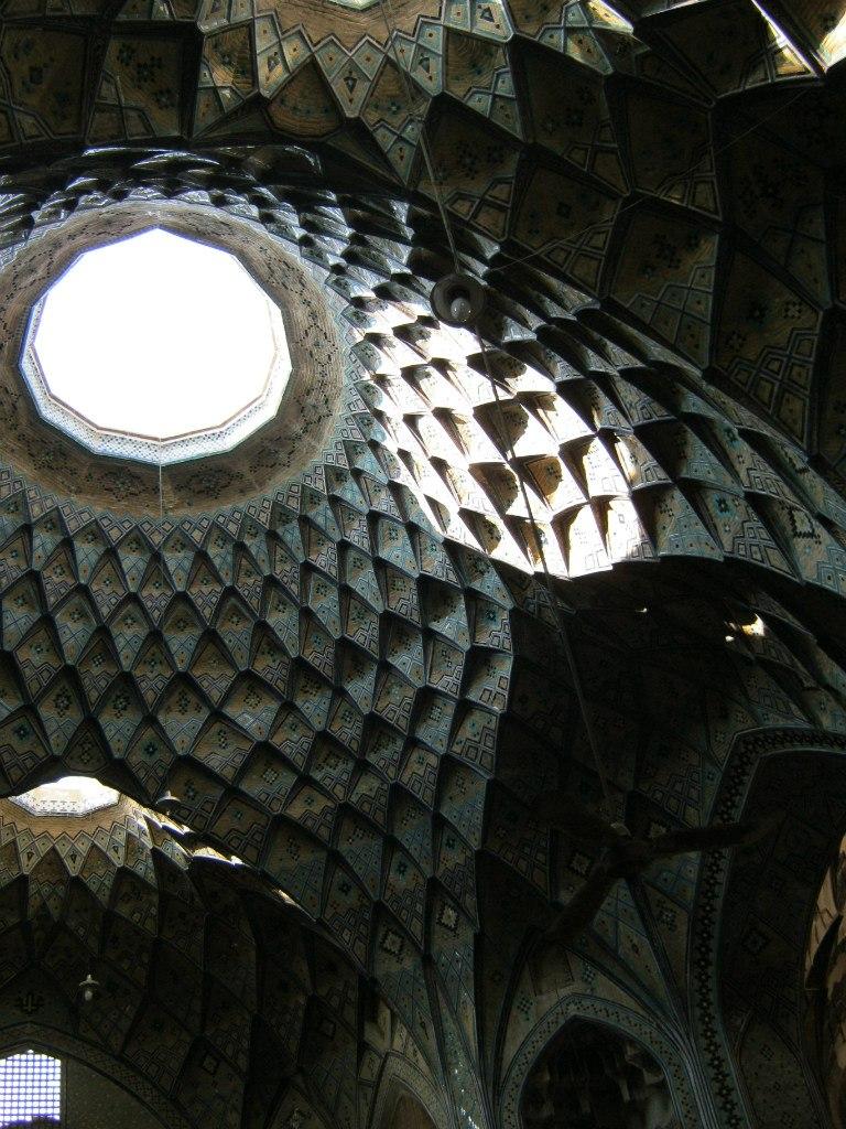 Потолок древнего базара в Иране
