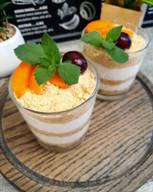 id_52186 Десерт из печенья ✨  Ингредиенты:  Печенье — 100 г Банан — 60 г Сметана — 160 г Кофе — 40 мл Ягоды, шоколад, орехи — по желанию  Автор: pp_foodpro  #gif@bon
