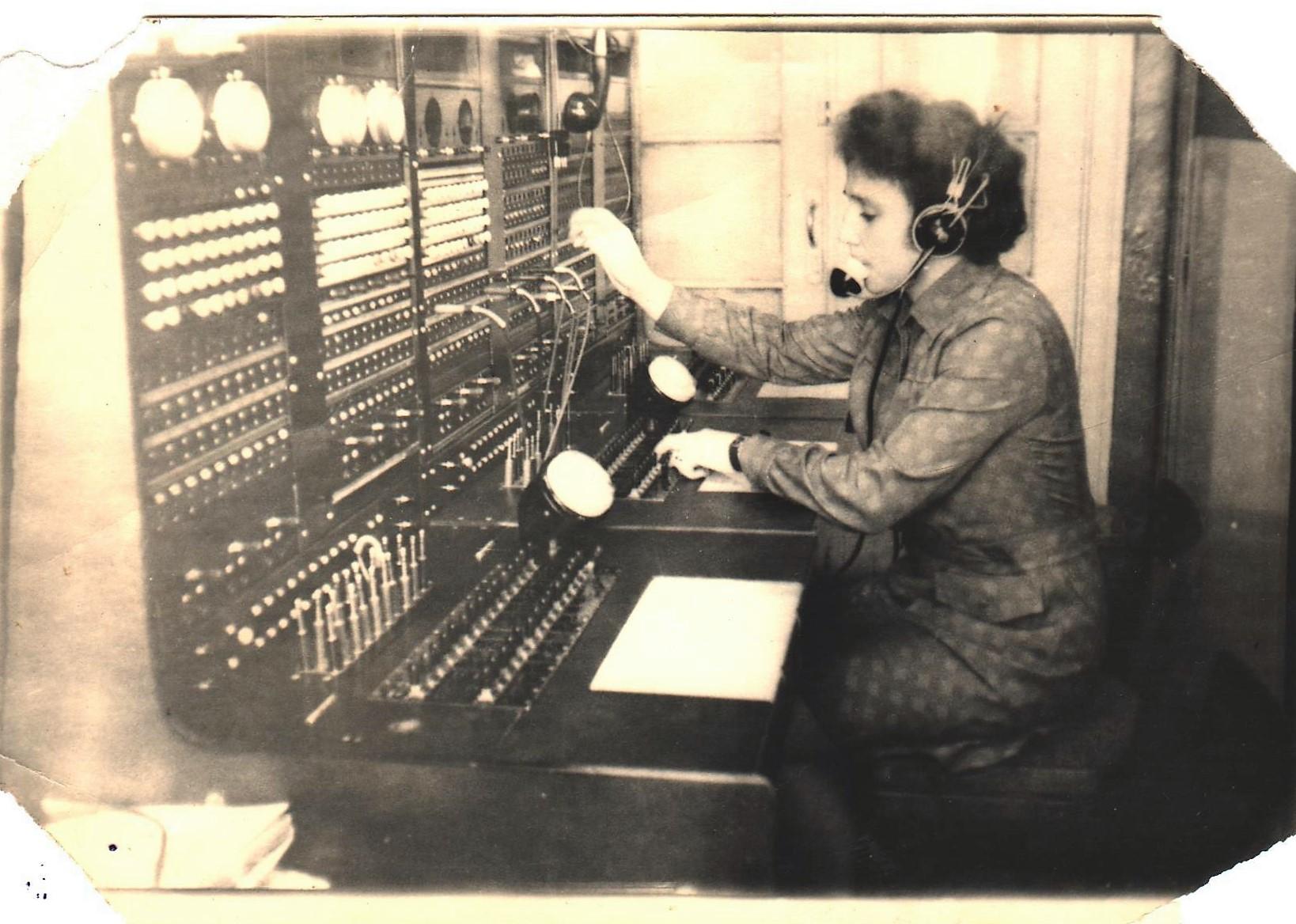 Фото 1976-го года, п.Коноша, коммутатор железнодорожной телефонной