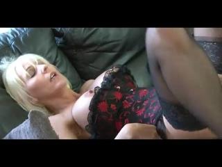 Худая шлюха в чулках трахает молодого зятя (2021,зрелая, мамка, порно, секс жена, измена)