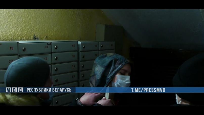 В минском подъезде грабитель ударил женщину ножом в шею
