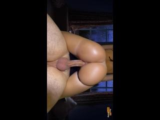 Ахуенно сочная жопа молодой мамаши стала идеальной насадкой на хуй соседа (домашнее порно большая упругая попка хуй ебет в кису