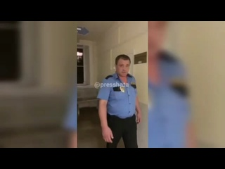 Бухой охранник