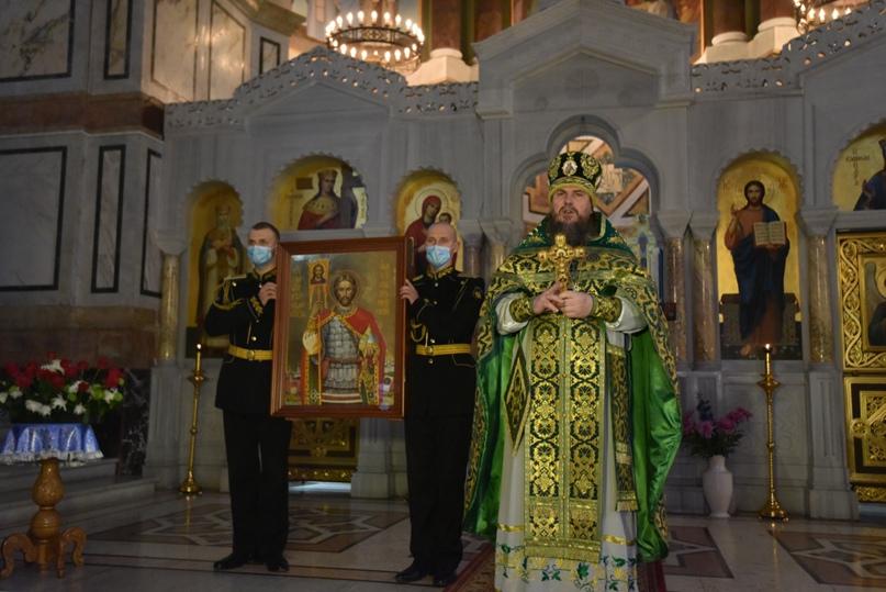 Черноморский флот получил в дар икону покровителя морской пехоты