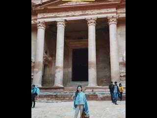 Древний город Петра по праву считается главной достопримечательностью Иордании, прославившей эту восточную страну на весь земной