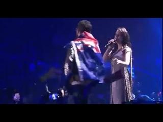 На Евровидении парень выбежал на сцену и показал жопу перед Джамалой