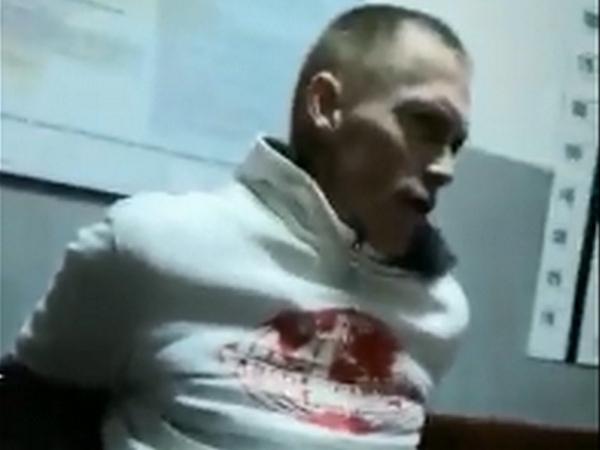 Появилось видео допроса мужчины, избившего в Азове...
