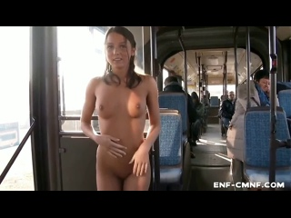 NiP, OON, видео в японском стиле – милую девушку из России уговаривают раздеться догола в движущемся автобусе