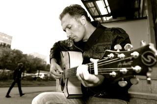 Дмитрий Коледин,  фотосессия с гитарой