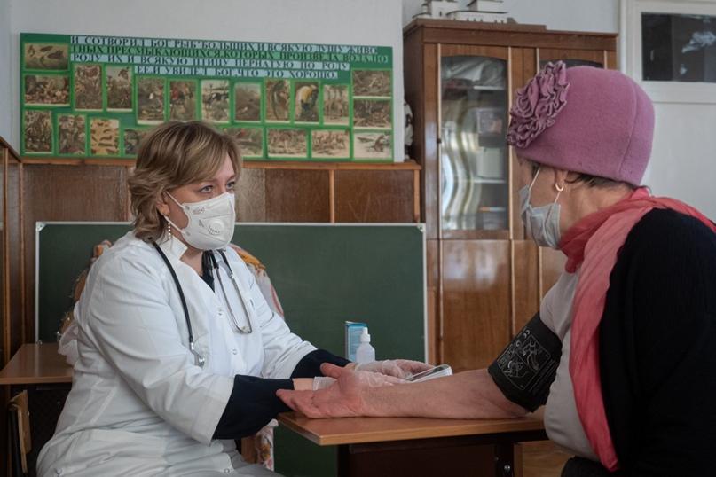 Жизнь после COVID-19: врачи помогают, изображение №8