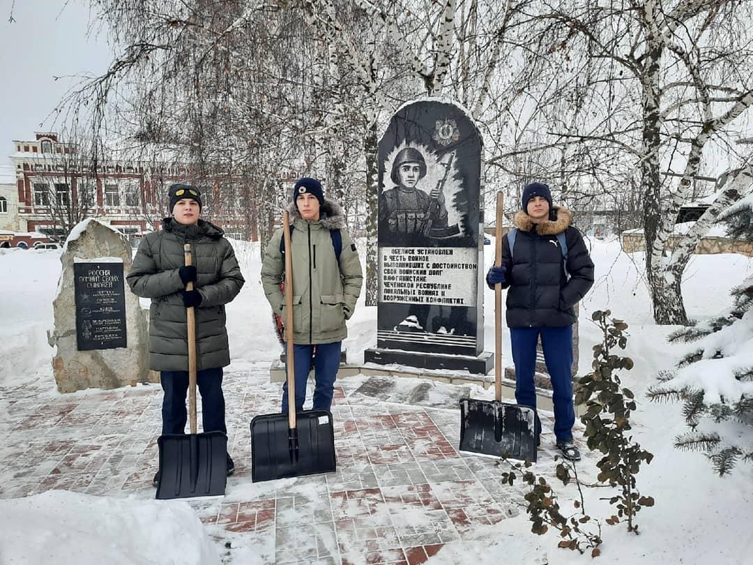 Петровские волонтёры провели патриотическую акцию «Ваш подвиг не забыт!»