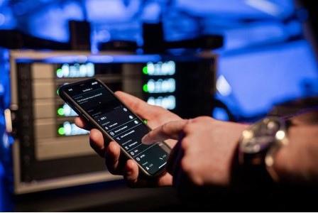 Технология от радиосистем «старших» серий Sennheiser оставляет необходимость расчёта радиочастот в прошлом. Просто просканируйте радиоэфир с помощью приложения и раздайте свободные частоты приёмникам.