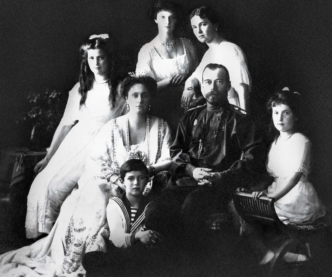 История Венценосной семьи.