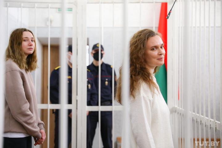 Суд вынес приговор журналисткам «Белсата» — молодым девушкам дали по два года колонии за стрим
