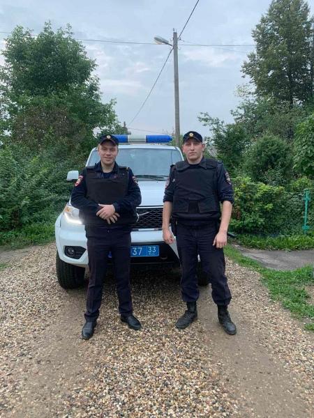 УМВД 33 региона сообщает имена двух полицейских из...