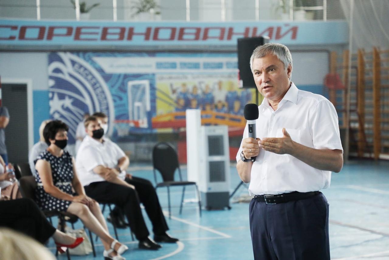 Вячеслав Володин на встрече с жителями Ртищева поднял вопрос низких зарплат в некоторых крупных сельхозпредприятиях региона