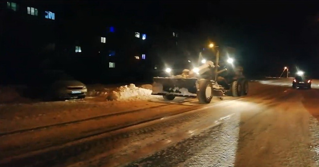 В Петровске продолжают устранять последствия длительного снегопада