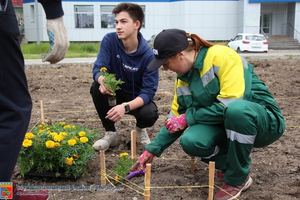 На Юбилейной площади начались работы по высадке цветов 🌺