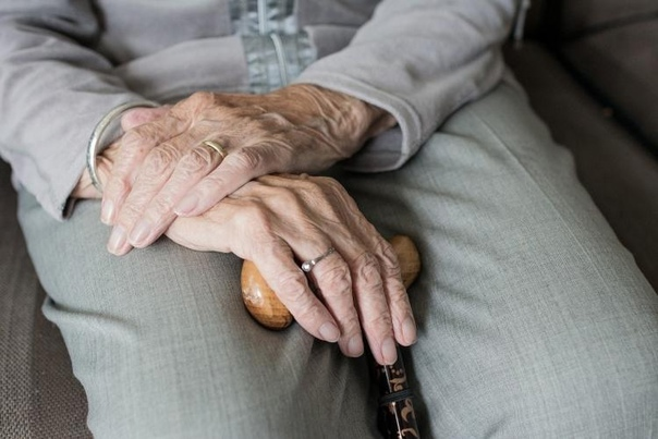 В ПФР объяснили, как начать получать пенсию супруг...