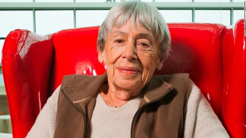📖21 октября родилась УРСУЛА ЛЕ ГУИН – американская писательница, автор романов,...