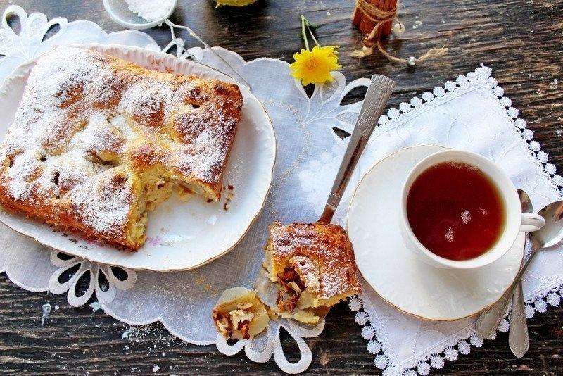 Пирог с творогом, грушами и орехами