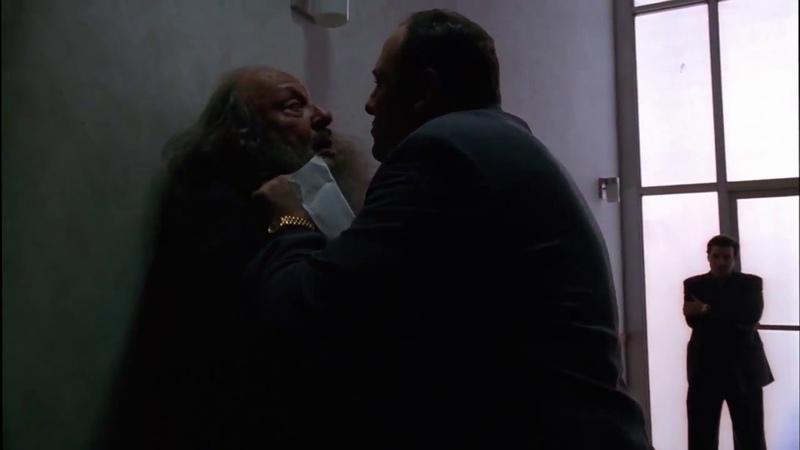 Клан Сопрано Тони приводит в чуство охеревшего еврея хасида который удумал его кинуть