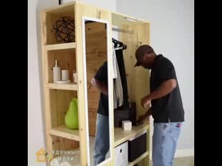 Простой самодельный шкаф для одежды и обуви