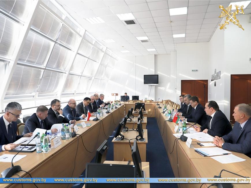 Более 1,1 млн автомобилей пересекли белорусско-польскую границу в 2019 году