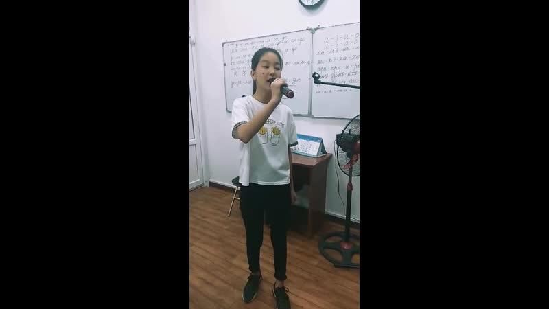 Наша очаровательная и одарённая Айдарова Нуриза исполняет Wrecking Ball