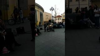 Курт Кобейн вернулся и играет в Москве на Новокузнецкой