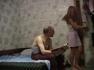 Молоденькая дочь и пожилой отец